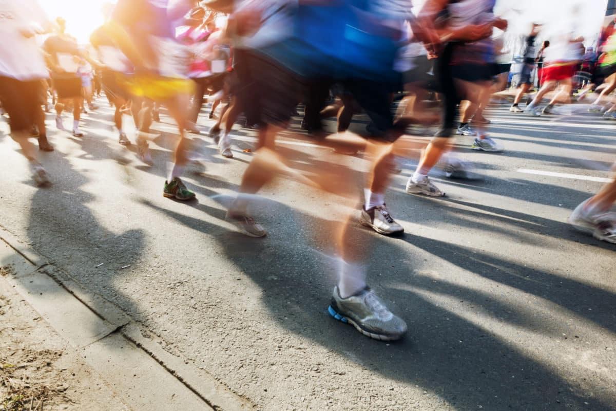 marathon-runners-in-motion-running-P8PLNWY-1200x800.jpg